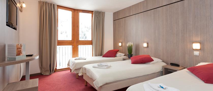 france_paradiski-ski_les-arcs-hotel-club-mmv-les-melezes_bedroom3.jpg